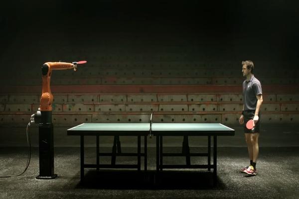 どっちが勝つ?卓球選手 vs 世界最速マシーン