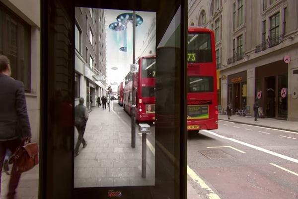AR技術を使ったバス停でのいたずら動画がおもしろい!