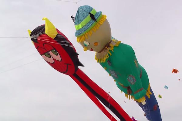 フランスの凧揚げがスゴすぎてぶっ飛んでる