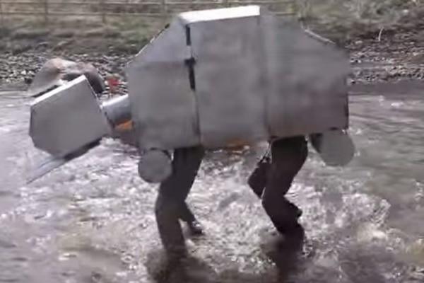 【おバカ動画】手作りボートレースに4本脚のボートが参加した結果