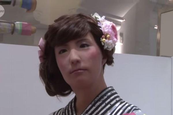 """【超リアル】女性型ロボット""""ミナミ""""ちゃん26歳が浴衣を販売"""