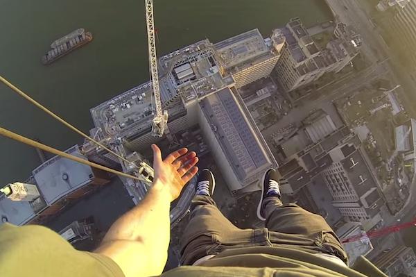 【閲覧注意】高さ150Mのビルからの絶景&足が震え上がる映像