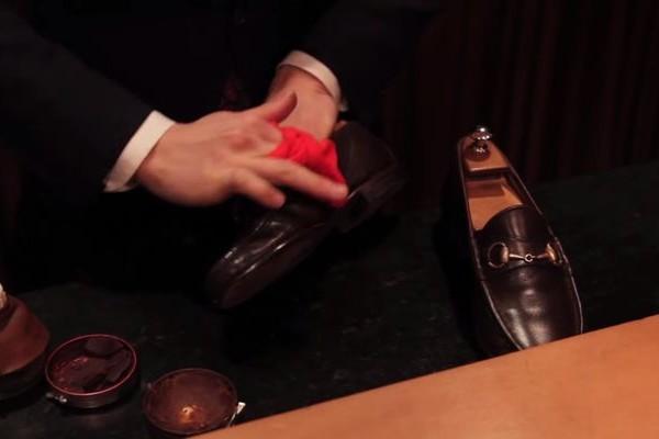 【カッコイイ】プロの靴磨きの技術を見たことありますか?