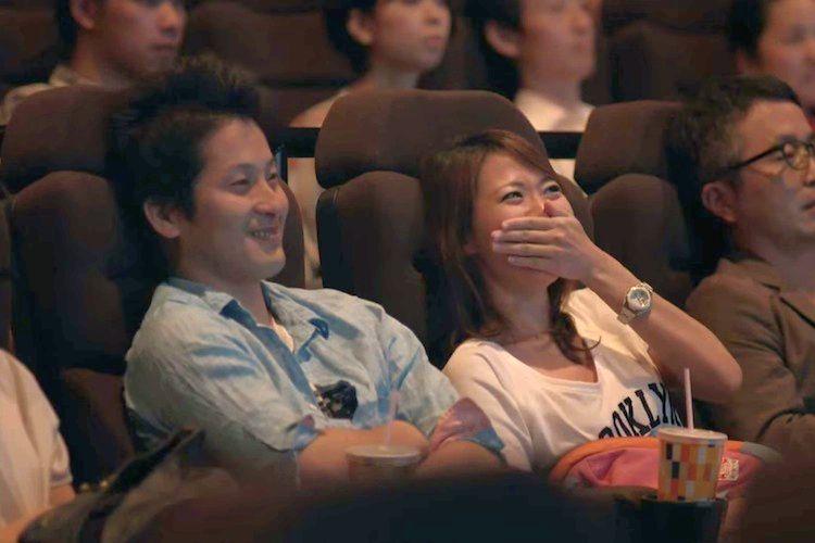 【サプライズ】映画館でプロポーズされたたった1分の映像で感動
