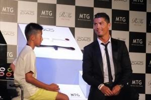 C・ロナウド「なぜ笑うんだい?」日本人少年の拙いポルトガル語に笑いが漏れた会場でナイスガイな対応!この時の少年の現在が凄い・・・