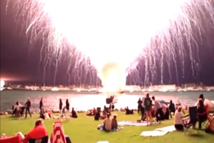 【アメリカ人っぽい】2万発の花火を間違って15秒ですべて打ち上げてしまった映像