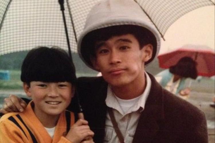 浅野忠信が小学生時代に柳沢慎吾と撮ったツーショットが素敵だと話題に