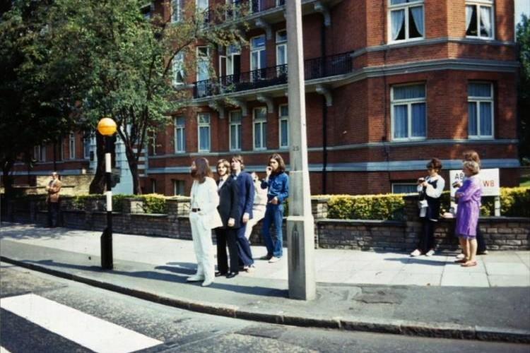 ビートルズや東條英機など近代の歴史的瞬間をとらえた貴重な写真22選