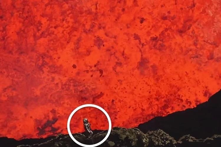 マグマが吹き荒れる火口で信じられない映像を撮ってきた命知らずの男がいた!
