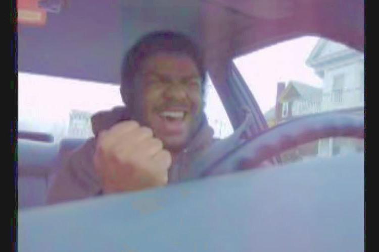 """「あ~いをとりもどせぇ~♪」ノリノリで""""北斗の拳""""を歌う黒人男性がキュート"""