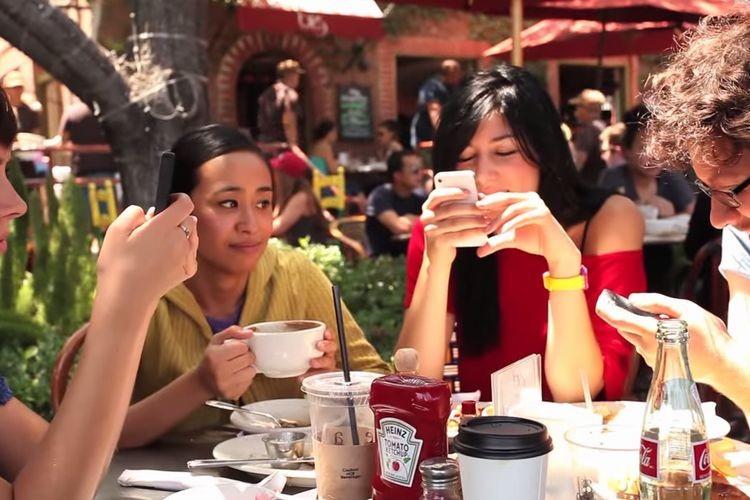 【衝撃映像】全てのスマホユーザーは見るべき!知らぬ間に誰かを悲しませていませんか