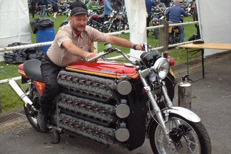 「増やせば良いっていうもんじゃない!?」48気筒4800ccのKAWASAKIのバイクが凄すぎ!