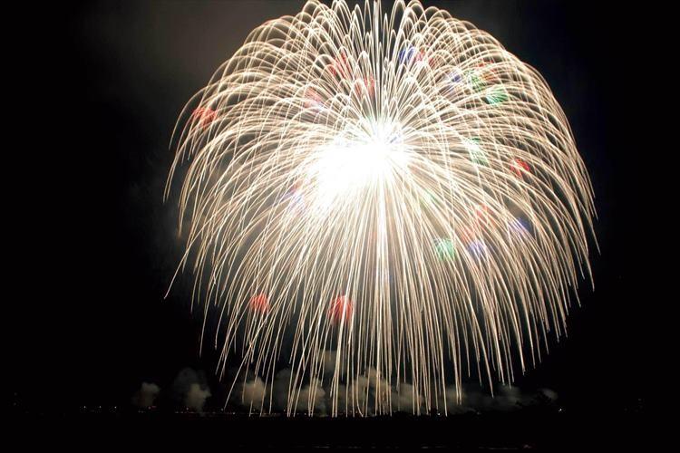 【ギネス認定】秋の夜空に打ち上げられた世界最大の正四尺玉が見事!(映像あり)