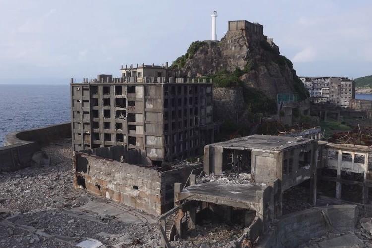 廃墟となって40年経つ軍艦島。立入禁止区域をドローンで4K撮影した高画質映像を公開