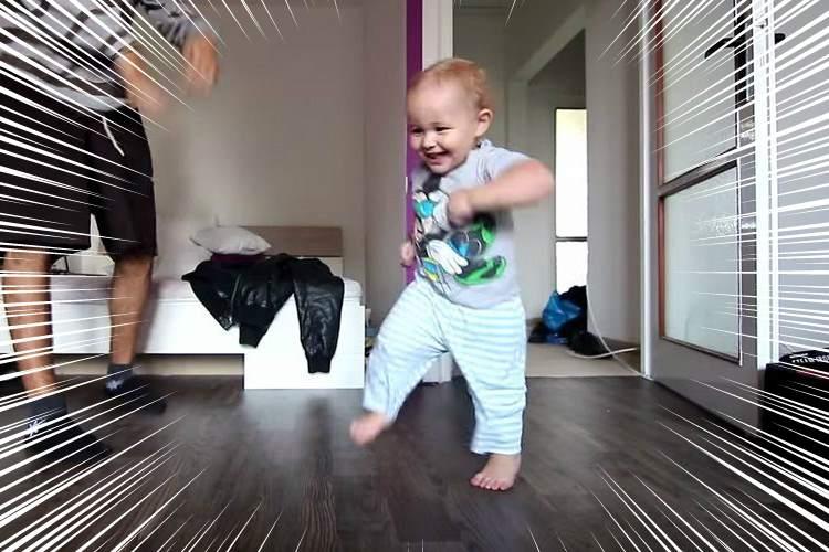 わずか1歳8ヶ月の天才ダンサー!お父さんの踊りを真似て楽しくダンスする姿がかわいい