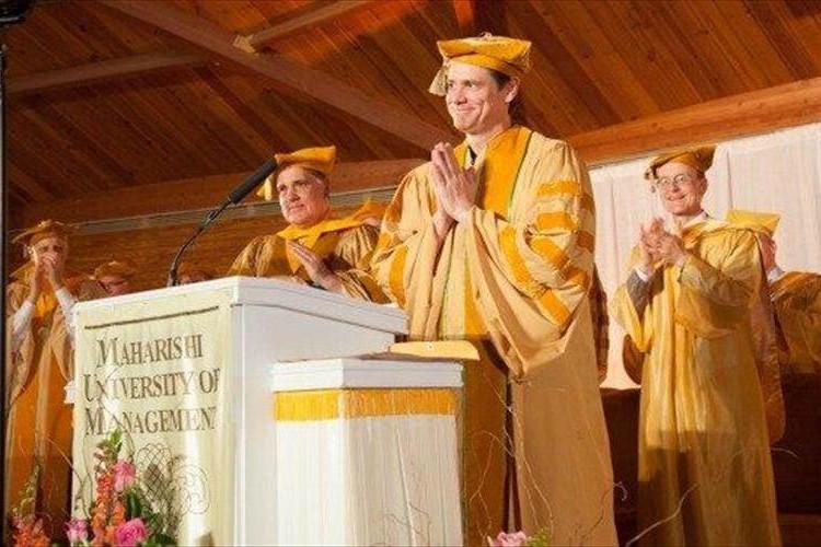 「好きなことに挑戦し思いっきりやるんだ!」ジム・キャリーが社会へ出る卒業生たち贈ったスピーチがグッとくる