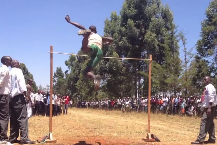 ケニ高運動会のレベルの高さは異常!恐るべき身体能力のケニア人高校生たち(動画)