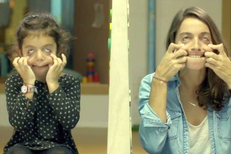 子供と大人に「顔真似をしてみて」障害者に対する社会実験が考えさせられる