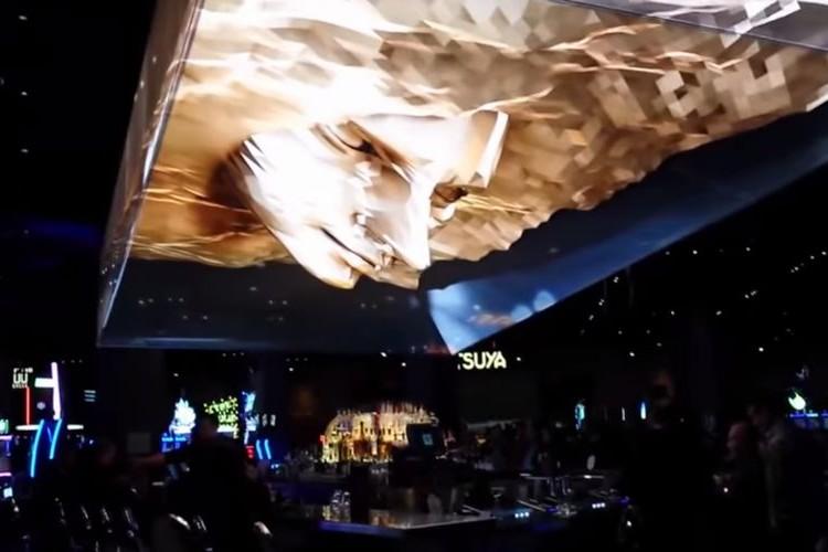 天井から巨大な顔が!ラスベガスで魅せた最高峰のプロジェクションマッピング