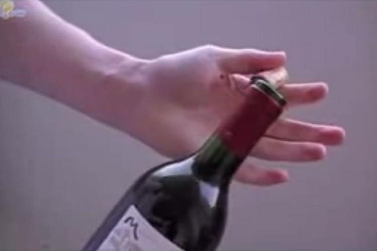 【知ってお得】ワインオープナーなしでコルク栓を抜く方法!
