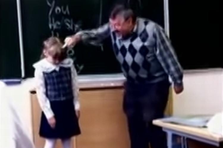 問題動画!?ロシアの小学校英語教師の教え方が酷すぎる!!耐えかねた少女の反撃!!