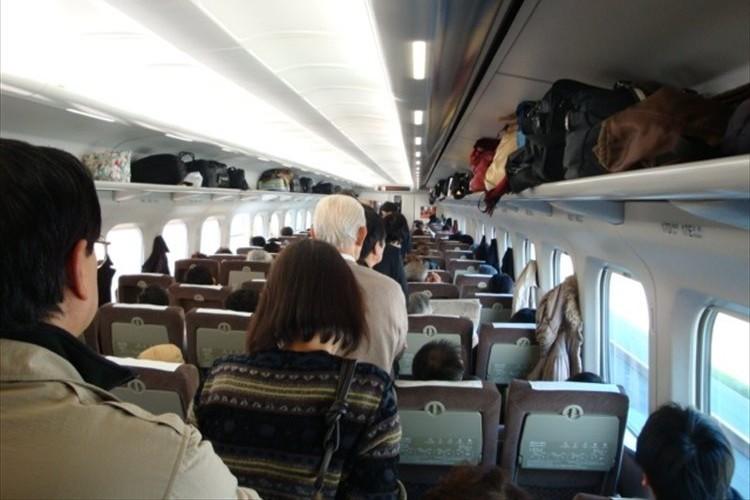 「ここ空いてますか」混雑している新幹線の出来事を綴った老人の投書『新幹線の三景』に賛否両論の声