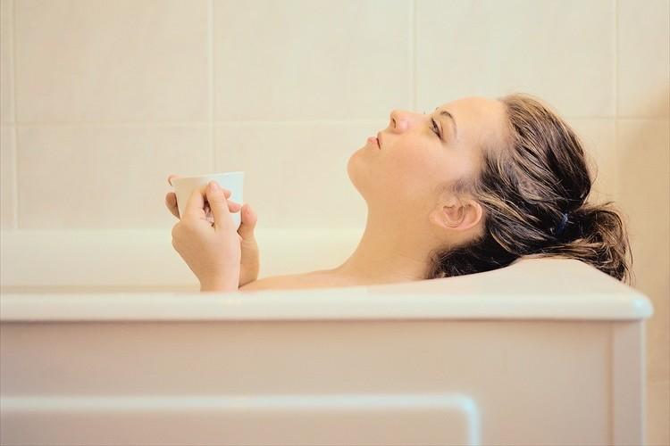 体を洗うより先にお湯に浸かる?関東、関西で異なるお風呂の入り方がオモシロイ!