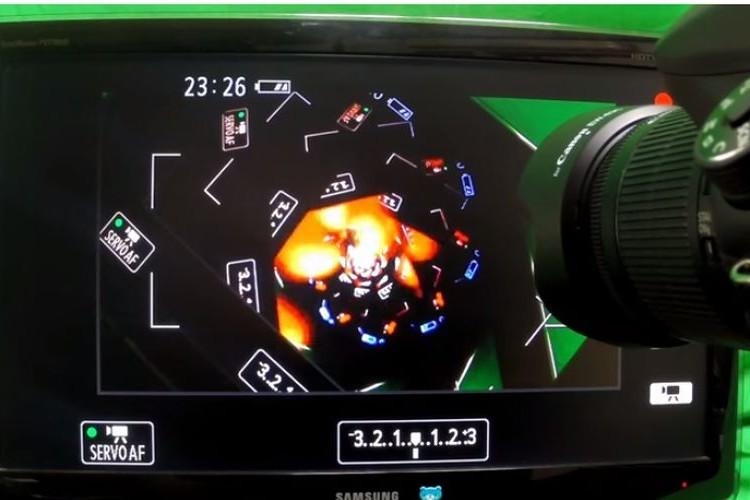 【幻想的動画】カメラをテレビと接続→テレビを撮影→無限ループ映像→なにこれ?凄い!!