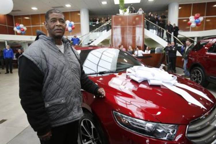 【続報】毎日32キロの通勤を余儀なくされていた男性に新車寄付「両親に見せたかった」