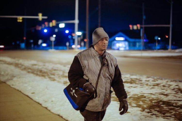 「彼を助けたい!」往復12時間32キロを歩いて毎日通勤している男性に全米で寄付が集まる!