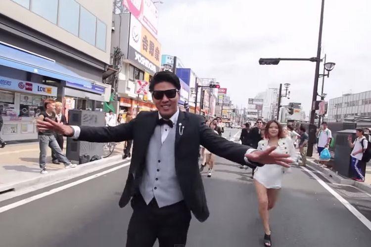 【余興】大宮駅をカンナムスタイルでジャックするスーツ軍団がかっこよすぎる!