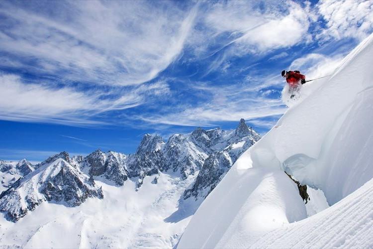 【公開7日で770万回再生されたスキー動画】バイラルした理由とは?