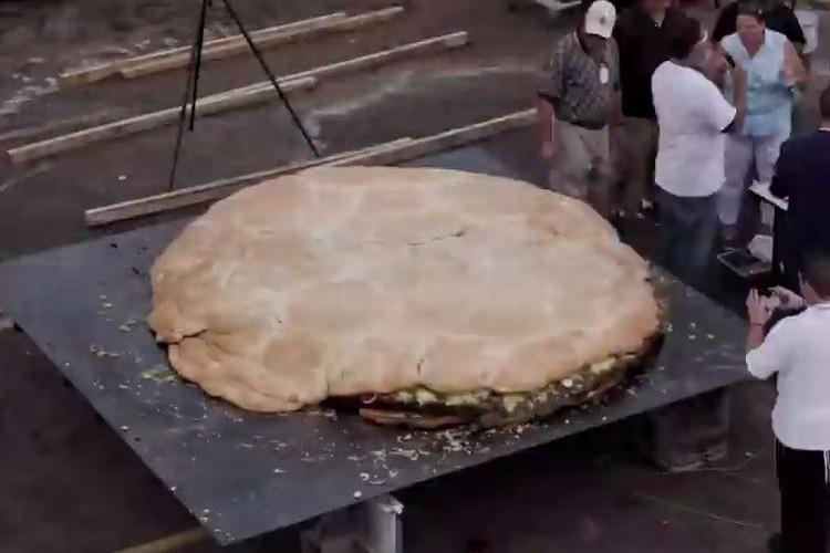 【巨大】ハンバーガーの本場アメリカが作った世界最大のハンバーガー!なんとその重量約1トン!
