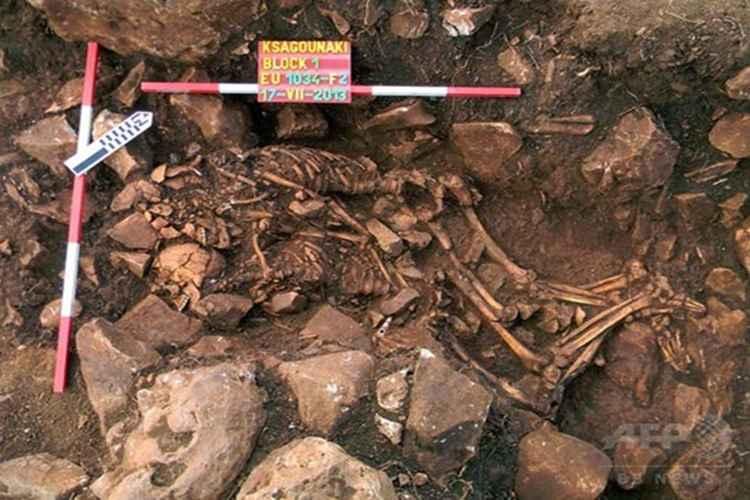 【ロマンチック】6,000年前の男女揃った遺骨を発見!なんと抱き合ったまま埋葬されていた