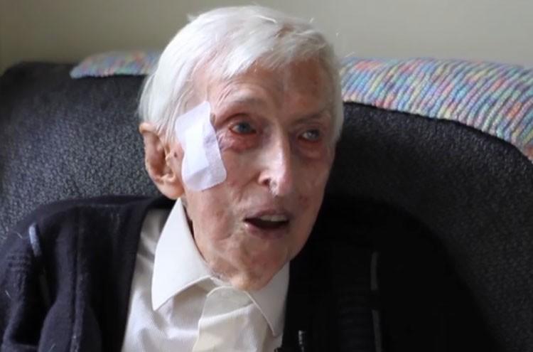 ペンギンの為にセーターを編むオーストラリア最年長109歳のおじいさんが話題に!!