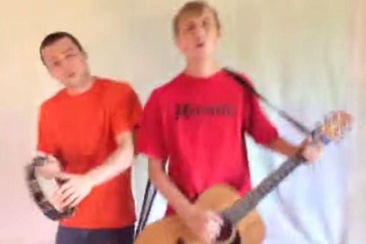 歌い出し3秒で笑ってしまう。ゆずの「夏色」をカバーした外国人デュオの歌唱力にやられた