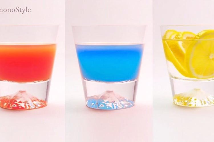 """【注文殺到】注ぐ飲み物の色によって魔法のように変化する""""富士山ロックグラス""""が売れまくっているらしい"""