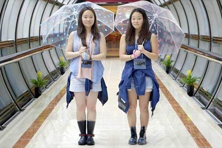 「YouTubeに出ているこの人そっくりじゃない?」生き別れた双子の姉妹がSNSを通じて再会した奇跡