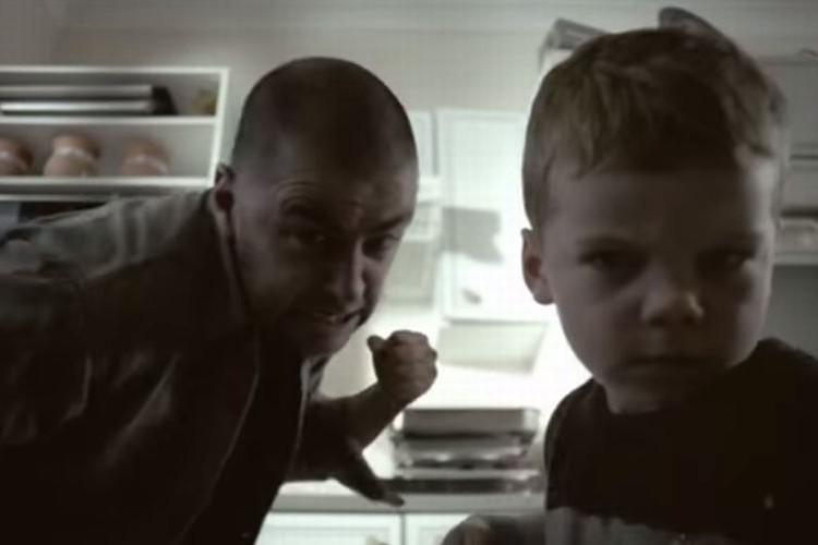 「子どもは親の背中を見て育つ」すべての親が見るべき60秒の映像