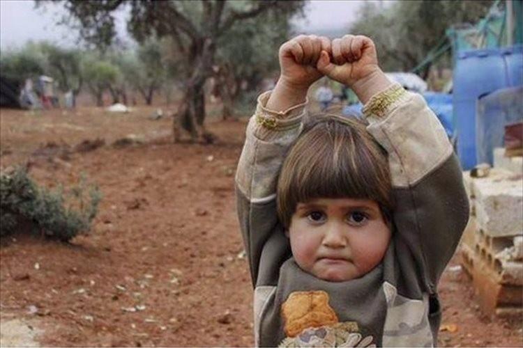 騒乱が続くシリアでジャーナリストが少女にカメラを向けたときの反応に胸が痛む