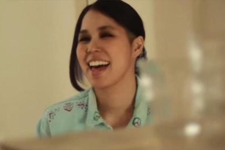 先日、妊娠を発表したAIが歌う「ママへ」が温かくて泣けると話題に!