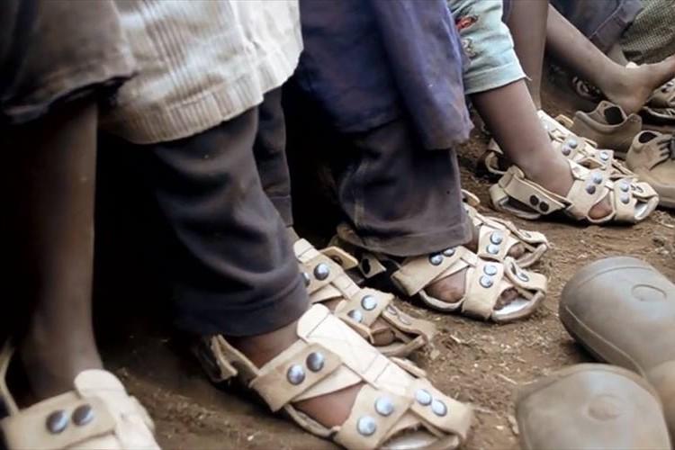 adjustable-sandal-poor-children-the-shoe-that-grows-kenton-lee-3_R(1)