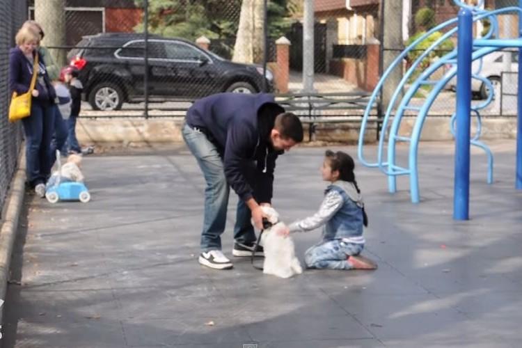 「あなたの子供を誘拐してみるけど大丈夫?」かわいい犬を連れた見知らぬ男性が誘った結果