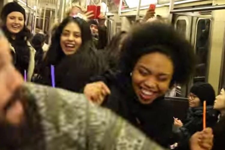 NYの地下鉄の車両がクラブに!?DJブースを設けてみんなで踊っちゃおう!