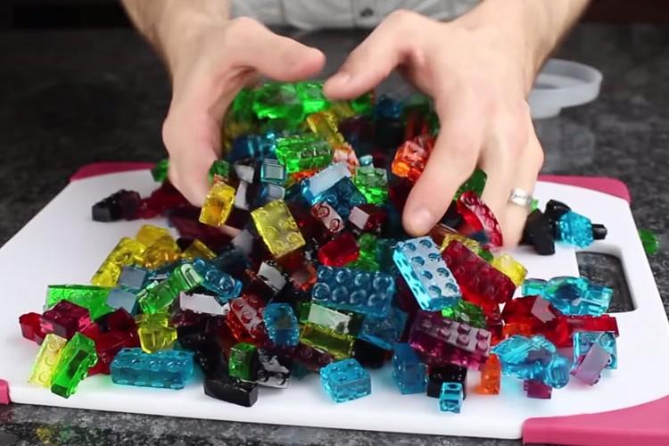 【自作グミ】海外のグミ好きは異常!レゴブロックにして遊んでしまう