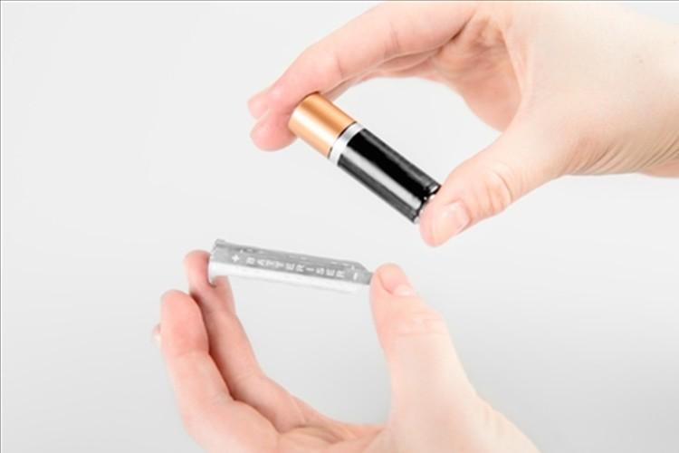 """""""電池の寿命が最大8倍""""にもなる超薄型の電池カバーが話題!"""
