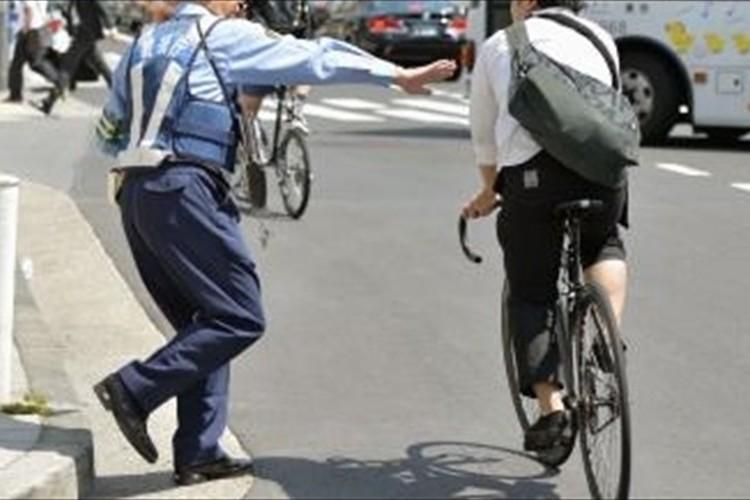 自転車運転中の「スマホ」も摘発対象?…6/1施行「改正道路交通法」とは