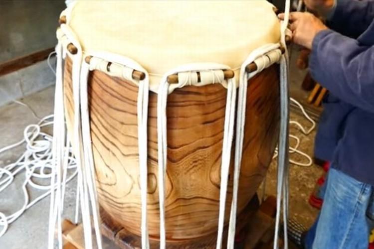 日本の伝統工芸「和太鼓」の職人を取材した動画が海外で話題!