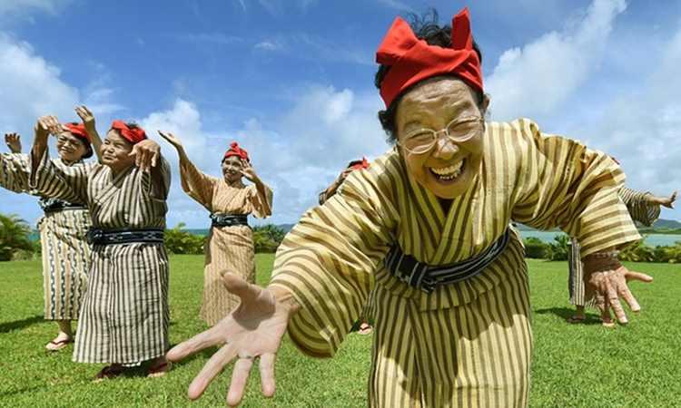 """「高齢化社会の希望になりたい」平均年齢84歳のアイドル""""KBG84""""は恋愛OK!?"""