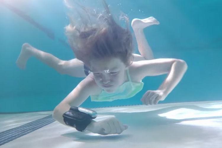 子どもを水難事故から守る!ワンタッチで浮き上がる腕時計型の救命グッズがスゴい!